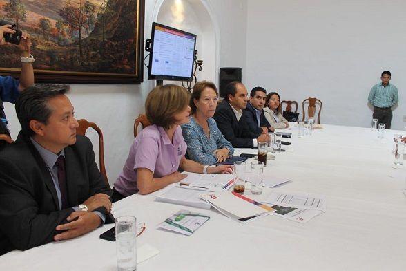 En el encuentro estuvieron presentes la secretaria de Educación, Beatriz Ramírez Velázquez, por parte del gobierno saliente, y Samuel Sotelo Salgado, por parte de la administración entrante