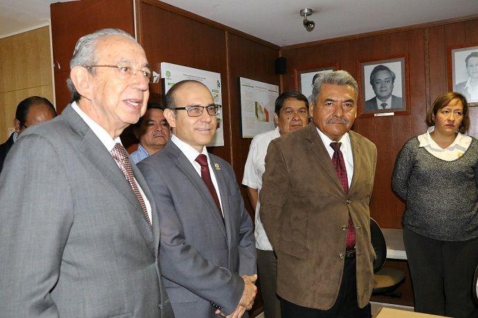 A nombre del gobernador Cuauhtémoc Blanco Bravo, el secretario de Educación, Luis Arturo Cornejo Alatorre, lo presentó ante los directores de los planteles, funcionarios y personal de las oficinas centrales del Cobaem