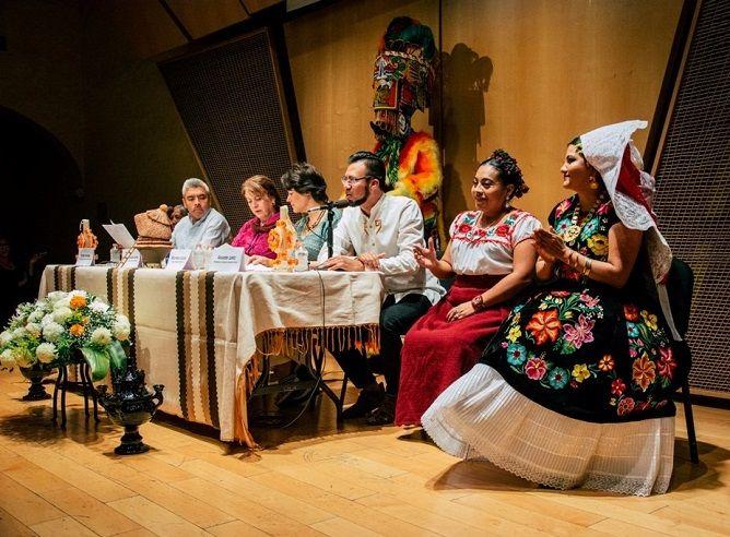 Será Oaxaca el estado invitado a esta gran celebración que este año regresa al Centro Cultural Jardín Borda, informó la titular de la STyC, Margarita González Saravia, quien encabezó la rueda de prensa en que esta mañana se dio a conocer la programación del festival