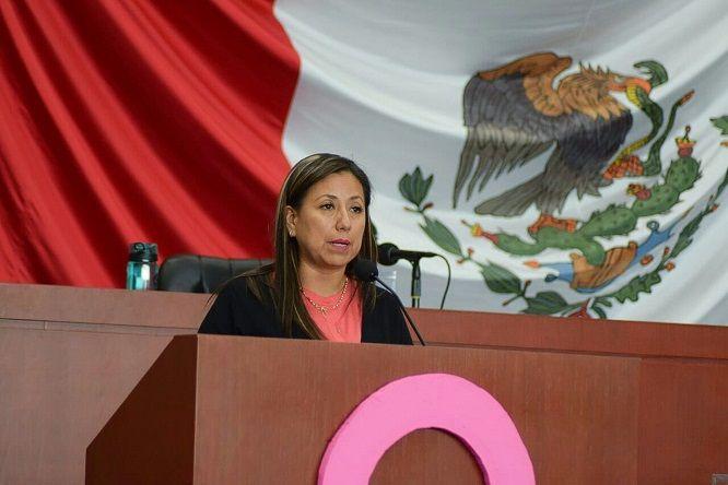 Con 10 votos a favor, la mayoría de mujeres, tres en contra del Partido Encuentro Social y dos abstenciones del Partido del Trabajo, fue aprobado el punto de acuerdo presentado por la diputada Alejandra Flores Espinoza, de MORENA
