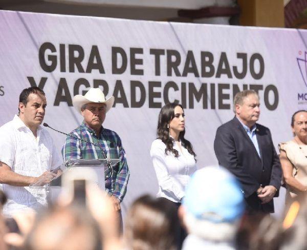 """""""Creo que hay muchas necesidades que nos dejó el gobierno anterior, pero créanme que vamos a trabajar duro por eso"""", aseveró durante el recorrido por los municipios de Coatlán del Río, Tetecala y Mazatepec"""