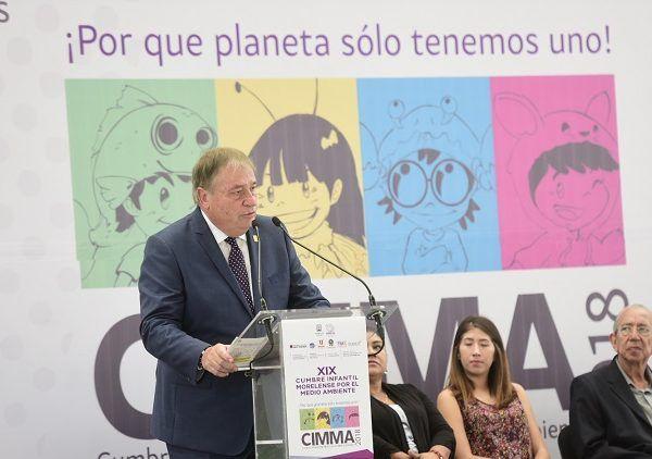 En este foro participan 300 delegados, niñas y niños de educación primaria, quienes vienen a compartir experiencias de proyectos sustentables en sus escuelas, procedentes de los estados de Nayarit, Tlaxcala, Querétaro, San Luis Potosí, Morelos y Ciudad de México