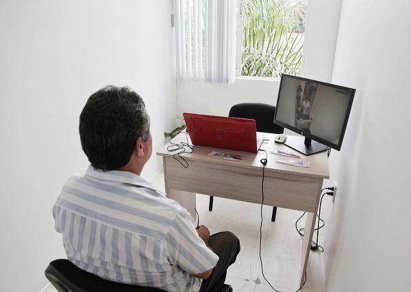 Este espacio cuenta con videocámara en alta resolución, puerta transparente, grabadora de audio y un defensor de oficio