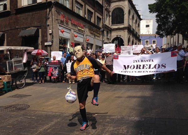 Asimismo, calificaron al de Cuauhtémoc Blanco como un gobierno fallido que ha fomentado una confrontación constante entre los poderes Ejecutivo, Legislativo y Judicial, así como los ayuntamientos, lo que implica que Morelos está al borde de la ingobernabilidad