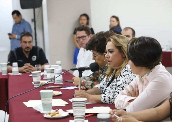 """Durante su participación en el foro """"Industria de la Cerveza Artesanal en Morelos"""", en la que participó la Asociación de Cerveceros de Morelos, la legisladora precisó, que se estima que el ramo de la cerveza artesanal es capaz de promover hasta un 30% del turismo a la entidad; es decir que 1 de cada 3 turistas nos visiten para conocer y degustar de las cervezas artesanales, de esta manera dijo, """"estoy convencida que apoyando el desarrollo de la industria cervecera artesanal de nuestra entidad habremos de contribuir a incrementar la inversión"""