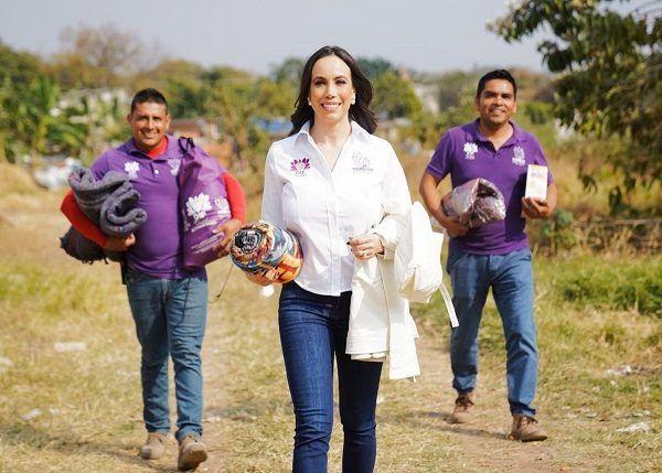 Manifestó que el DIF Morelos continúa llevando cobertores, cobijas, ropa de frío y otros apoyos a las comunidades que se ven afectadas por el descenso de las temperaturas