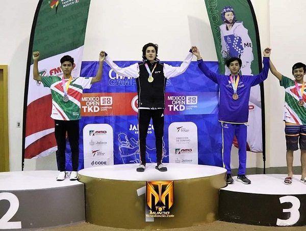 El seleccionado nacional juvenil participó en la categoría Junior -45 kilogramos, siendo un total de diez los competidores en su categoría, sumando tres combates para quedarse con la plata