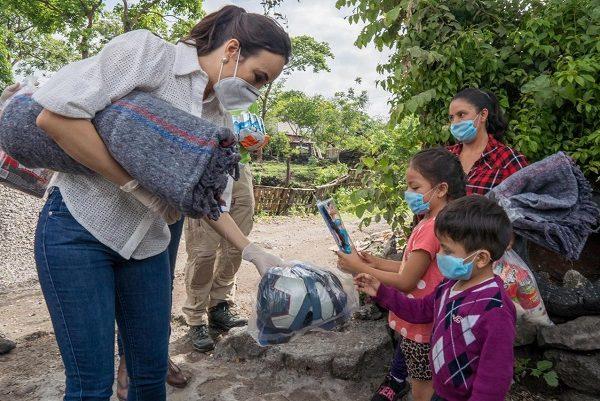 Artículos como láminas galvanizadas, dotaciones alimentarias, agua y gel antibacterial, fueron otorgados a las familias más vulnerables del lugar, brindándoles cobijo durante esta temporada de lluvias, además de víveres